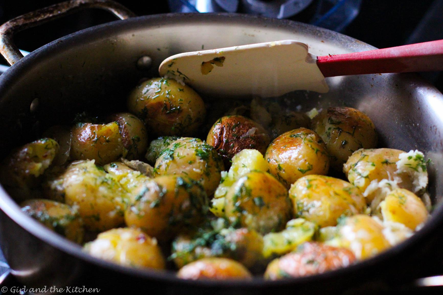 Roast Potatoes with Garlic & Dill 450G